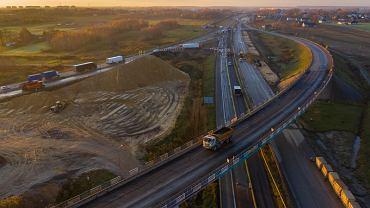 Budowa autostrady A1 nabiera tempa. GDDKiA zamyka węzeł Piotrków Trybunalski Południe
