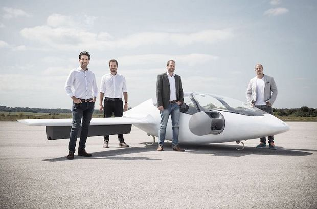 Współzałożyciele Lilium i pierwszy prototyp latającej elektrycznej taksówki Lilium Jet