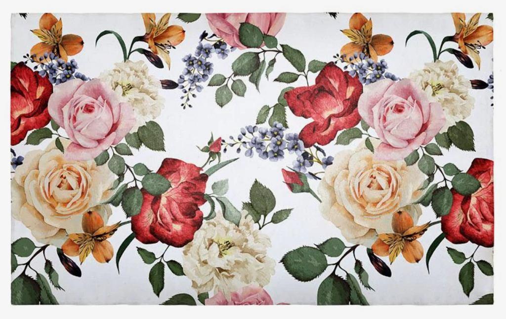 Nowoczesny dywan w kwiaty.