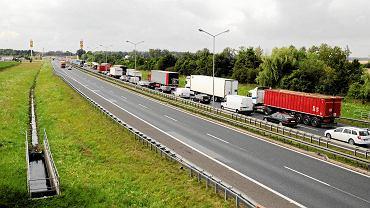 Wolna amerykanka na remontowanych drogach. NIK: To przez GDDKiA Polska stoi w korkach