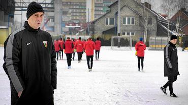 Trener Tomasz Hajto na pierwszym treningu GKS-u Tychy
