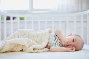 Biały szum dla niemowląt. Pomaga na sen, ale czy jest bezpieczny