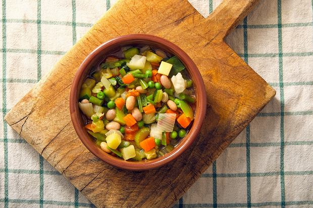 Chodzi za tobą zupa fasolowa? Jeden składnik zapewni aromat wędzonki. Przepis babci