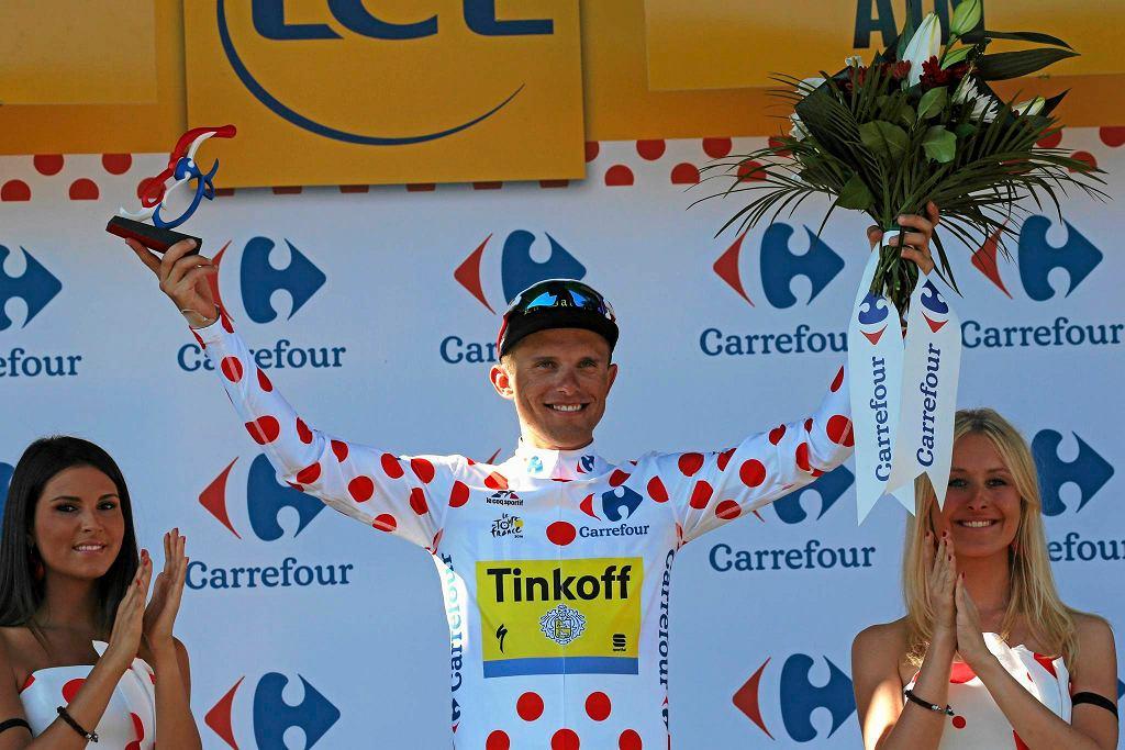 Rafał Majka w koszulce w czerwone grochy przyznawanej najlepszemu góralowi Tour de France. W doborowym towarzystwie. 2016 rok.