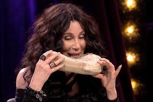 Cher zjadła krowi język