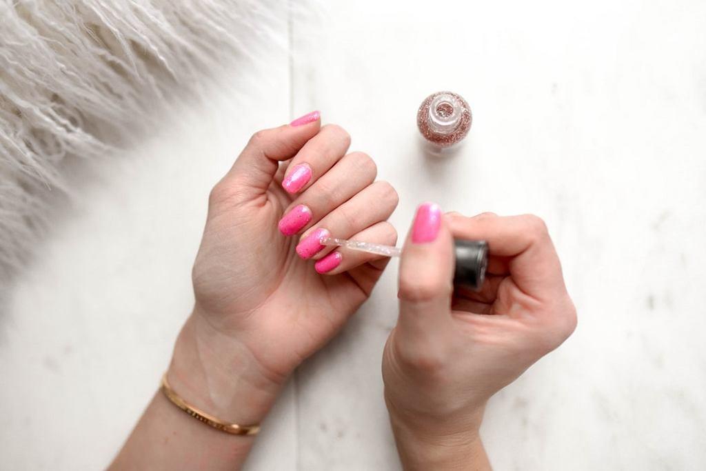 Jak szybko wysuszyć lakier na paznokciach?