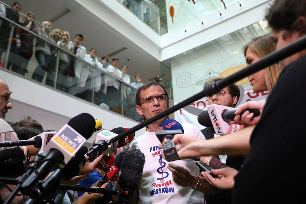 .Protest glodowy lekarzy rezydentow w Warszawie