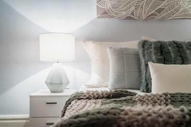 Lampki nocne - jak wybrać idealny model do swojej sypialni?