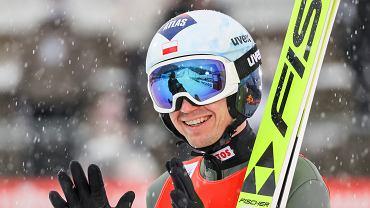 Kamil Stoch podczas skoków w niemieckim Klingenthal, 06.02.2021.
