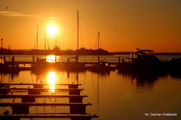 Marina w Kamieniu Pomorskim o zachodzie słońca