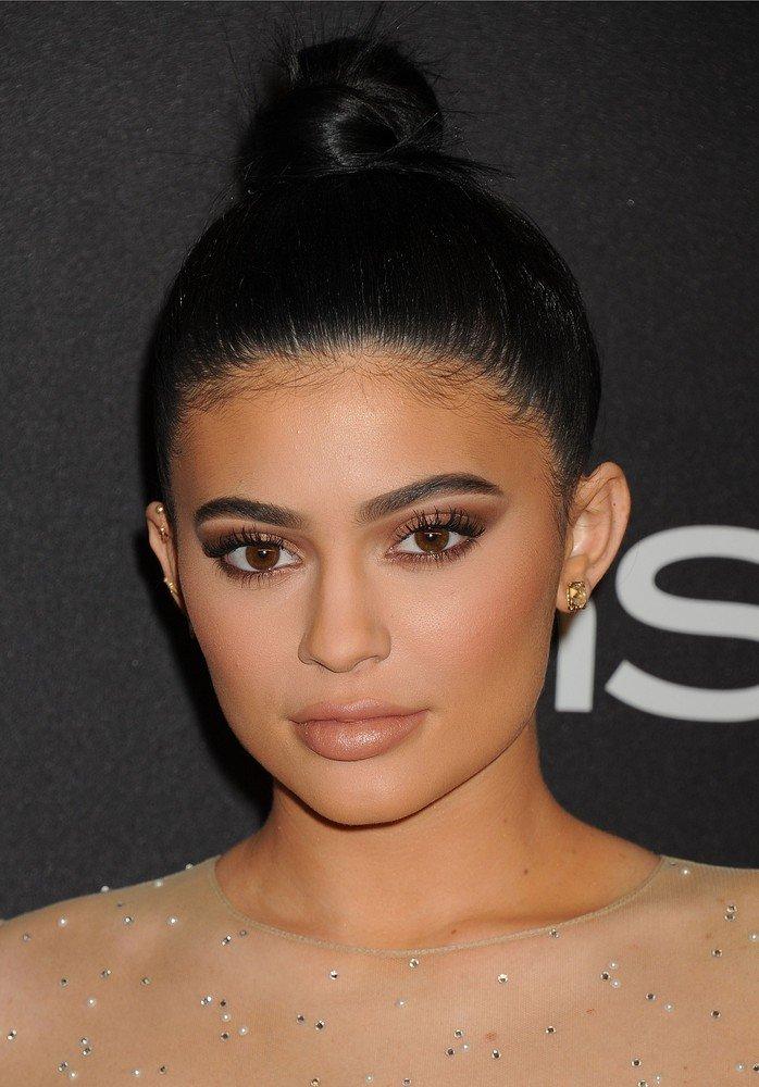 Kylie Jenner Spięła Włosy Zobaczyliśmy Nie Tylko Odstające