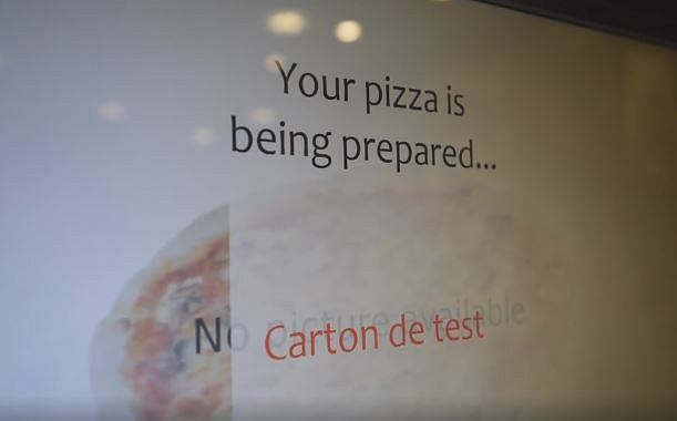 Zdjęcie numer 2 w galerii - Zamów gorącą pizzę z... bankomatu. Pierwszy taki automat w USA