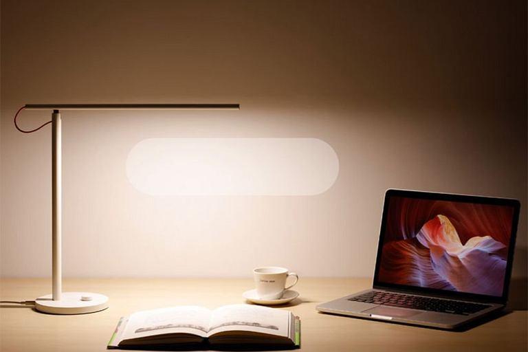 Lampy LED - estetyczne i praktyczne. Na zdjęciu: Lampka Xiaomi Mi Smart LED