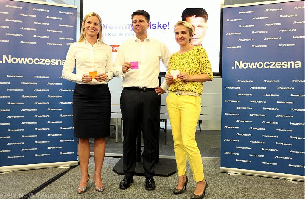 Joanna Schmid, Ryszard Petru i Joanna Scheuring-Wielgus z Nowoczesnej (fot. Sławomir Kamiński/AG)