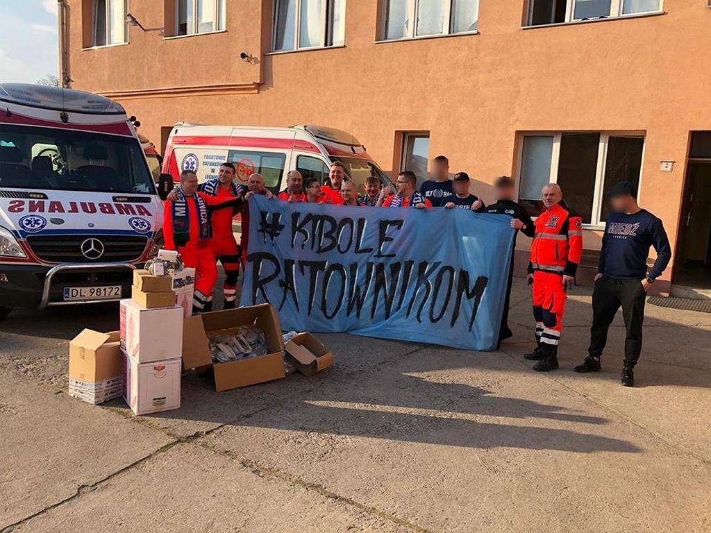 Kibice z całej Polski wspierają ratowników medycznych