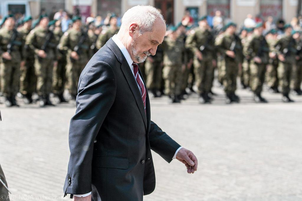 Minister obrony w rządzie PiS Antoni Macierewicz podczas uroczystości zaprzysiężenia Lubelskiej Brygady Obrony Terytorialnej. Lublin, 21 maja 2017