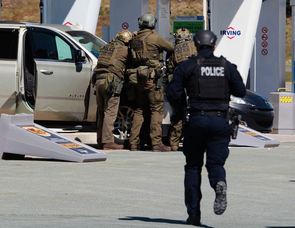 Wymiana ognia ze sprawcą ataków w Nowej Szkocji
