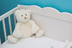 Jakie łóżeczko dla niemowlaka? Porady i propozycje na każdą kieszeń