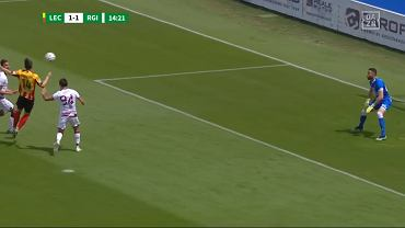 Mariusz Stępiński strzela bramkę w meczu z Regginą