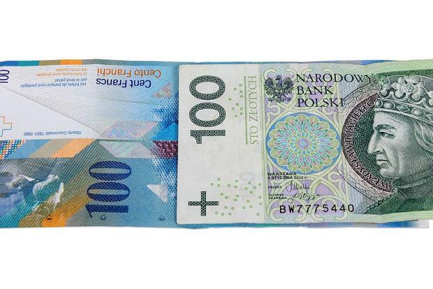 Czy opłaca się przewalutować kredyt we frankach? Rośnie oprocentowanie i rata