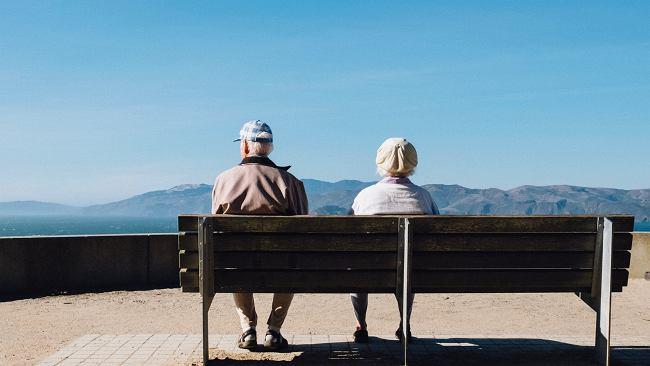 """22 tys. zł emerytury miesięcznie? To możliwe. """"Wystarczy"""" 57 lat pracy. Niektórym ZUS płaci jednak grosze"""