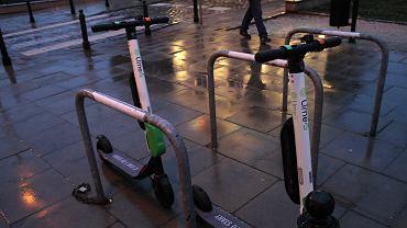 Gdzie można jeździć elektrycznymi hulajnogami? Za przejazd po ścieżce rowerowej grozi nawet 500 zł mandatu, a po chodniku?