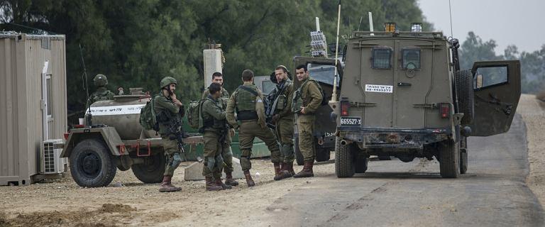 Nocne zamieszki w Strefie Gazy. Osiem ofiar, wśród nich komandos
