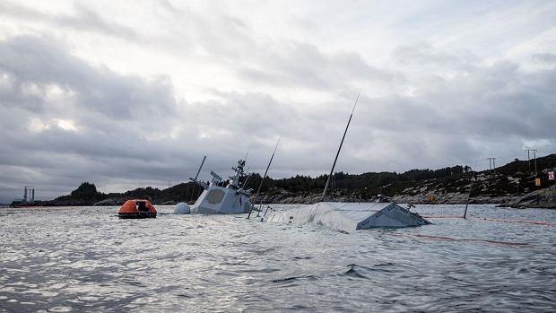 Niemal cały okręt znalazł się pod wodą
