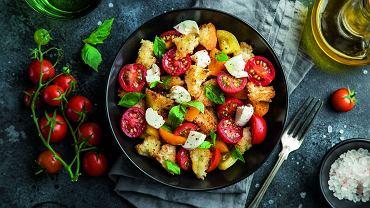 Panzanella - włoska sałatka z czerstwego chleba