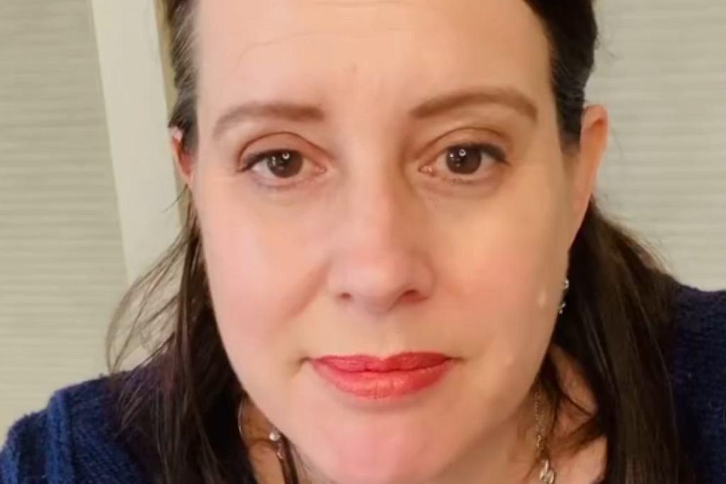 Julia Quinn w żałobie. Autorka serii 'Bridgertonowie' straciła ojca i siostrę