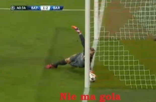 Bramkarz Barcelony zatrzymał piłkę na linii bramkowej po strzale Lewandowskiego