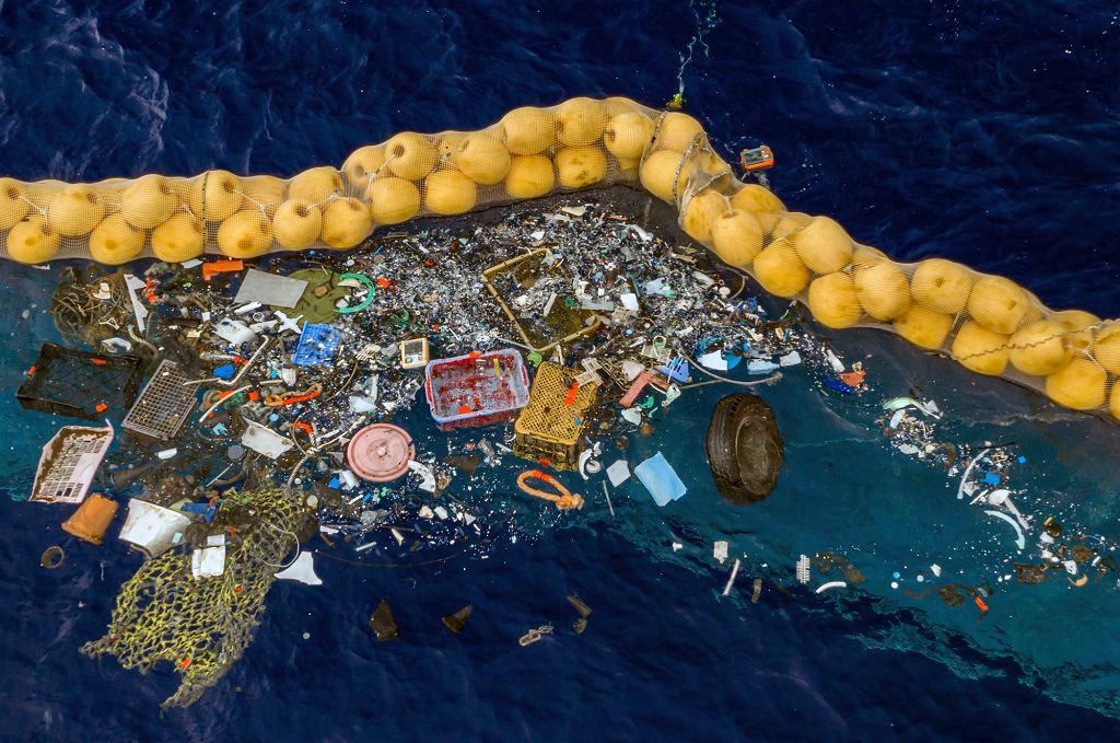Holenderscy naukowcy zaprojektowali urządzenie, które z sukcesem zbiera śmieci z Wielkiej Pacyficznej Wyspy Śmieci
