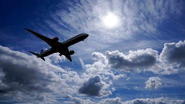 Samolot ląduje na Heathrow Airport w Londynie.