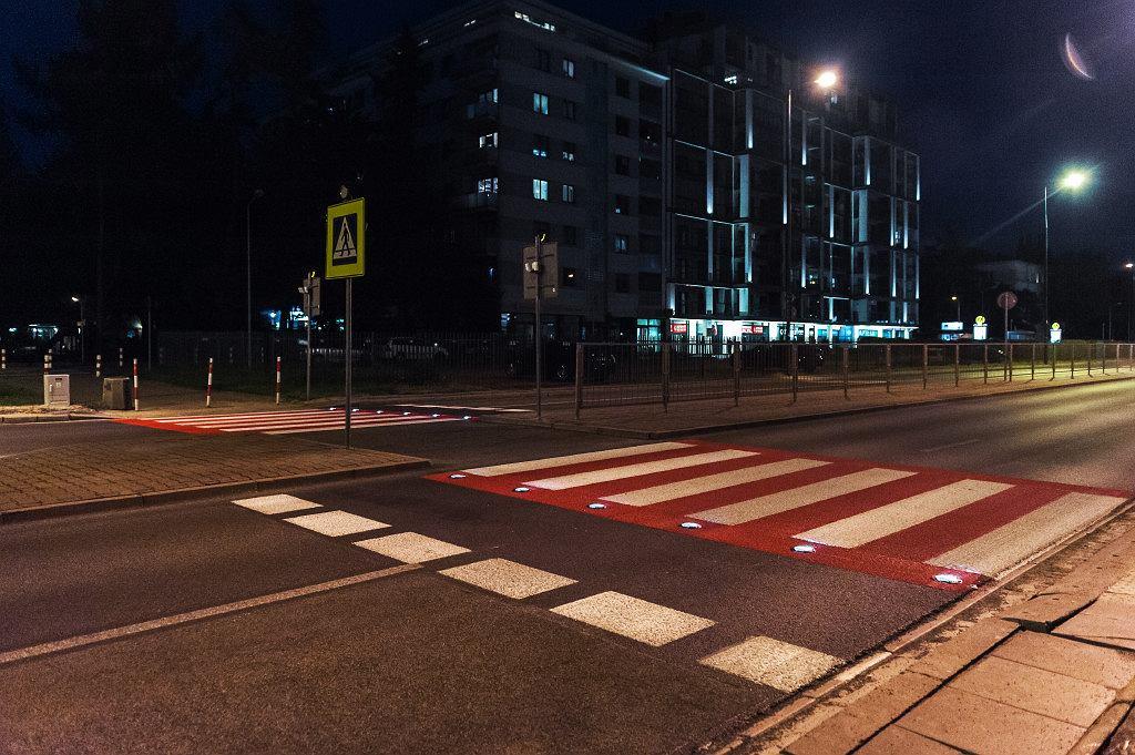 Aktywne przejście dla pieszych z migającymi diodami