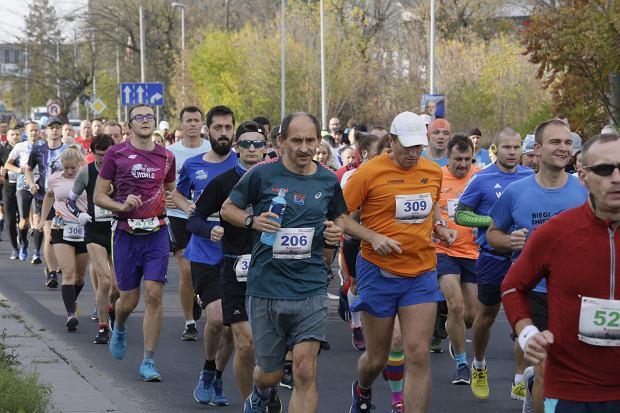 Zdjęcie numer 57 w galerii - Ponad 1200 biegaczy na starcie 37. Toruń Maraton, wygrał Łukasz Oskierko [ZDJĘCIA]