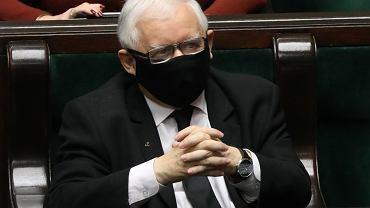 Prezes PiS Jarosław Kaczyński podczas debaty i głosowań (m.in. na budżetem na rok 2021). Z mównicy nawyzywał posłów opozycji od przestępców. Warszawa, Sejm, 28 listopada 2020