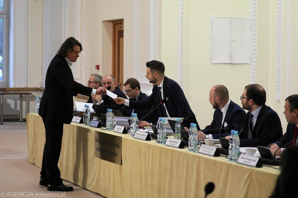 Mecenas Robert Nowaczyk przed Komisją weryfikacyjną do spraw reprywatyzacji, 31 stycznia 2019.