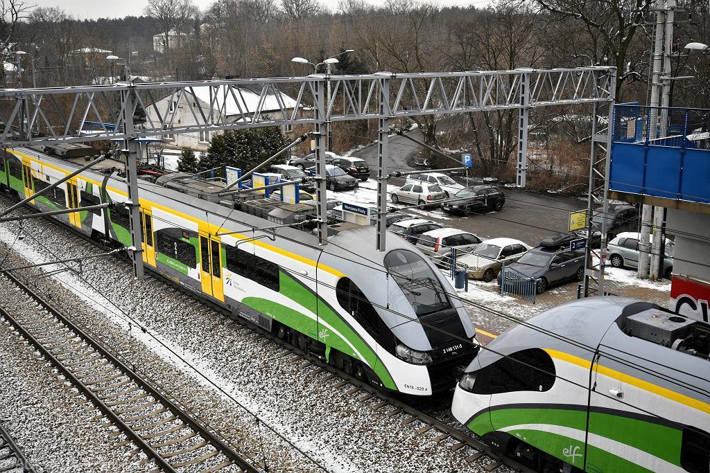 Pociąg śmiertelnie potrącił mężczyznę. Olbrzymie utrudnienia w ruchu pociągów