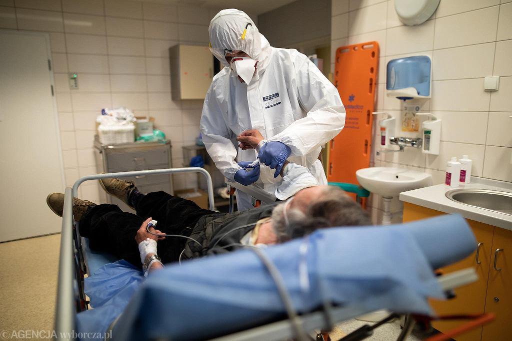 Praca medyków na SOR podczas pandemii koronawirusa