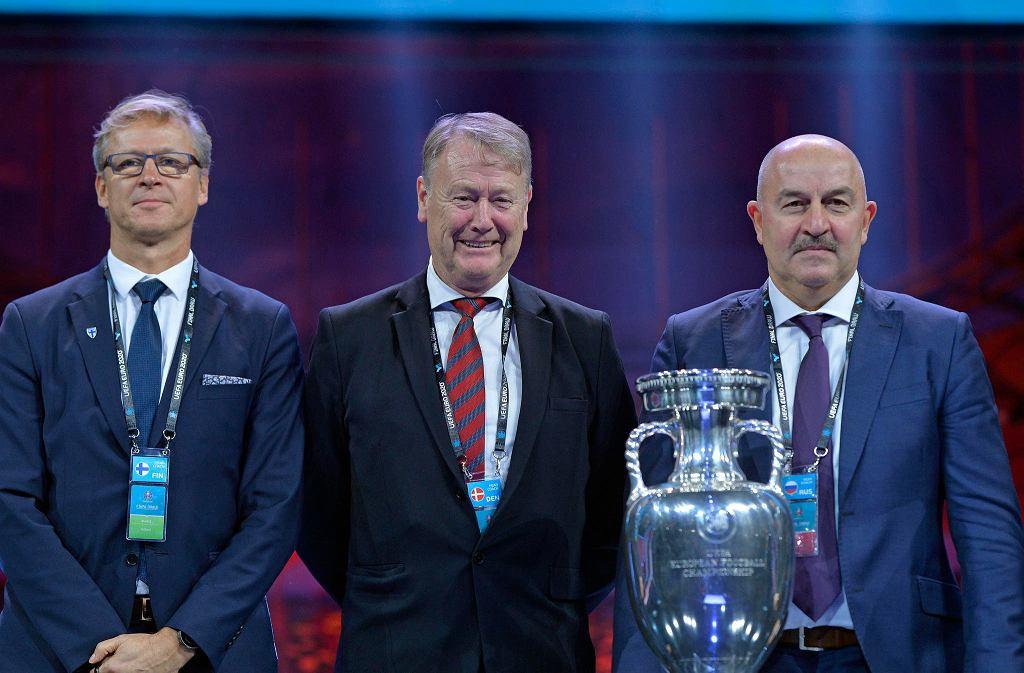 Trenerzy reprezentacji Finlandii (Markku Kanerva), Danii (Age Hareide) i Rosji (Stanisław Czerczesow) podczas ceremonii losowania grup Euro 2020
