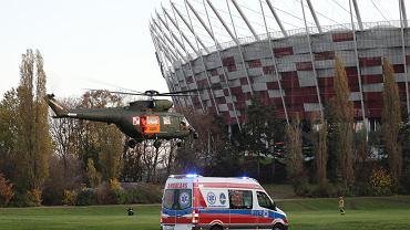 To nie prawdziwy transport pacjentów na Narodowy, tylko ćwiczenia pokazowe na potrzeby  fotreporterów