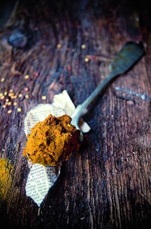 Żółta pasta curry
