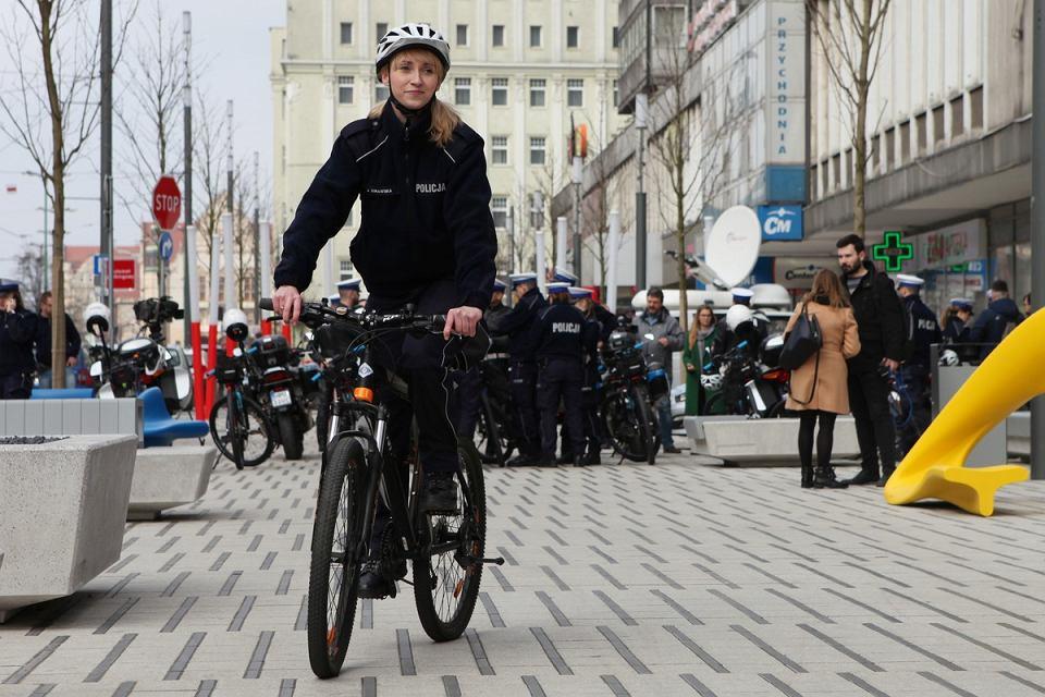 Policja w Poznaniu zwiększa liczbę rowerów i motocykli wykorzystywanych przez drogówkę