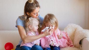 L4 na dziecko przysługuje jego rodzicom, jeśli są oni objęci ubezpieczeniem chorobowym