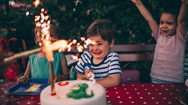 Urodziny to wielkie przeżycie. Również zapraszanie gości jest wielkim wydarzeniem - wspólnie wybierzcie zaproszenia na urodziny. A może - zamiast kupować - zrobicie je sami?