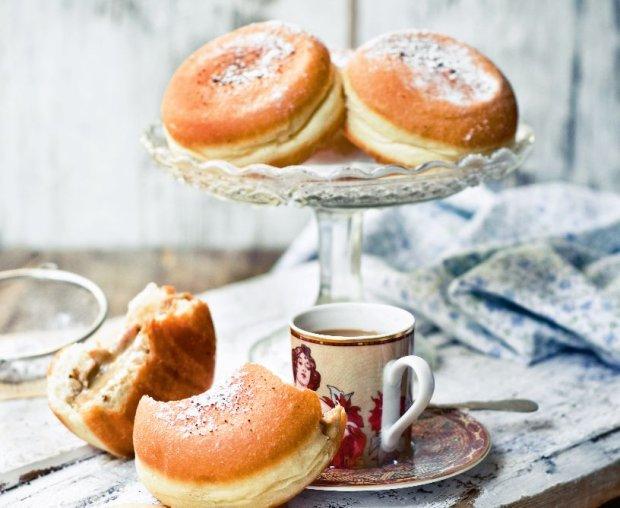 Pączki z kremem kawowym - idealne na tłusty czwartek [PRZEPIS]