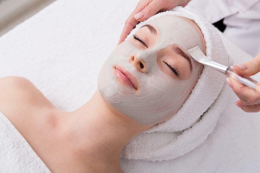 Glinki to naturalne produkty, które zawierają cennych dla skóry minerały