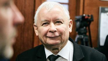 Prezes PiS Jarosław Kaczyński przed rozprawą w procesie, który wytoczył Lechowi Wałęsie. Gdańsk, 22 listopada 2018
