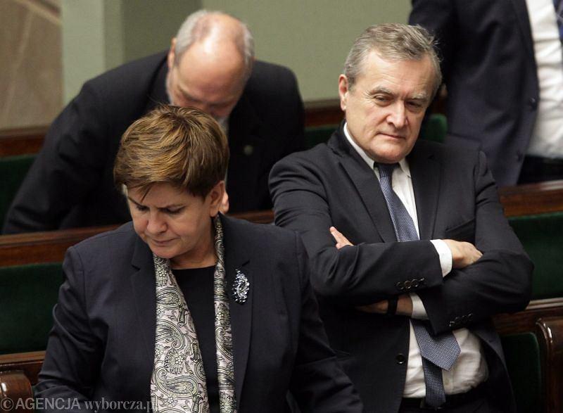 Minister kultury, wicepremier Piotr Gliński i premier Beata Szydło w ławach rządowych