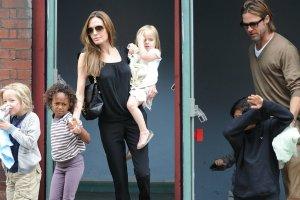 Angelina Jolie z Bradem Pittem i dziećmi